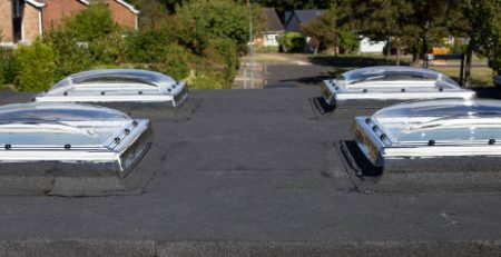 flat-roof-with-felt-covering-in-hot-weather